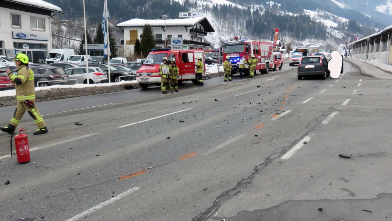 Aufräumen nach Verkehrsunfall L-274