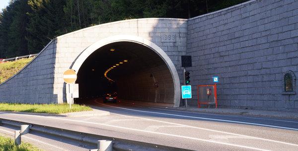 Verkehrsunfall im Schönbergtunnel