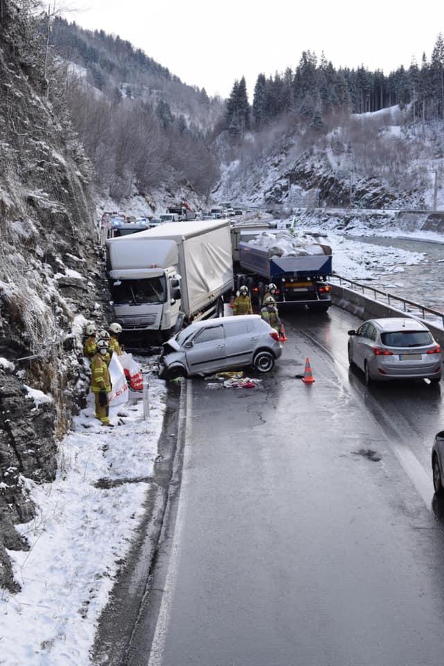 Schwerer Verkehrsunfall B-311